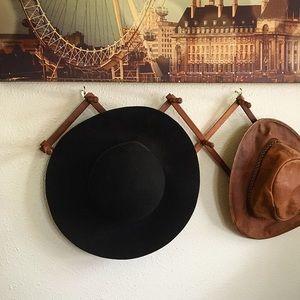 Black wide brim wool hat